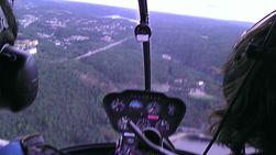 Utsikten fra helikopteret enda en gang fanget av EVO 3D. Den kan ta stillbilder i 3D, men vist på vanlig skjerm ser de bare utydelige ut. Filformatet blir også noe uvanlig; .mpo.