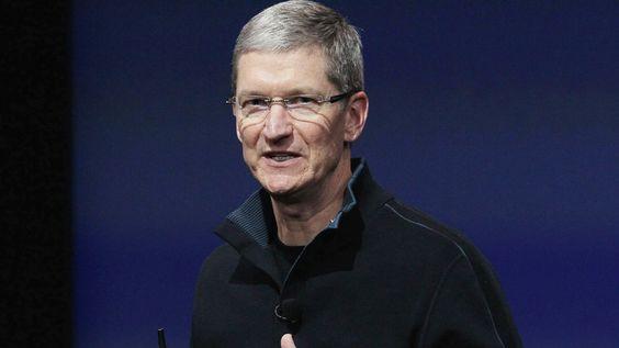 Tim Cook blir Jobs' etterfølger som Apple-sjef.