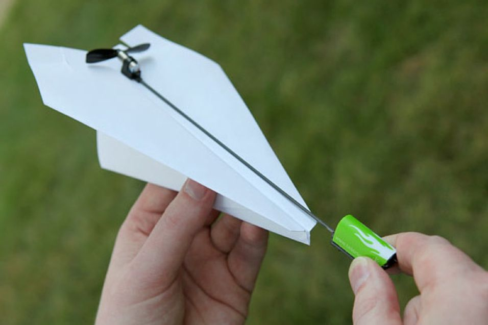 Med denne flyr papirflyet av seg selv
