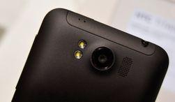 Bakgrunnsbelyst kamerasensor og blender på f/2.2 skal gjøre Titan i stand til å ta gode bilder, ifølge HTCs pressemelding.