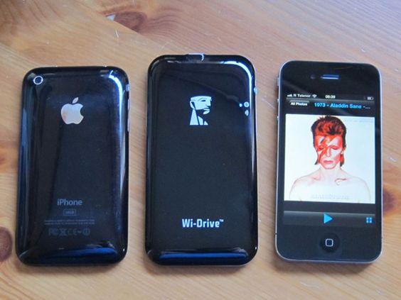Fronten på Wi-Drive likner baksiden på iPhone 3GS (til venstre). Disken er litt større enn iPhone 4 (til høyre), men den veier mindre.
