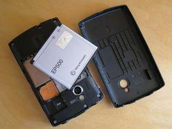 Minnekortet sitter under batterilokket. Det rommer bare 2 GB med data.