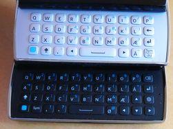 Øverst er tastaturet på forgjengeren, som manglet piltastene.
