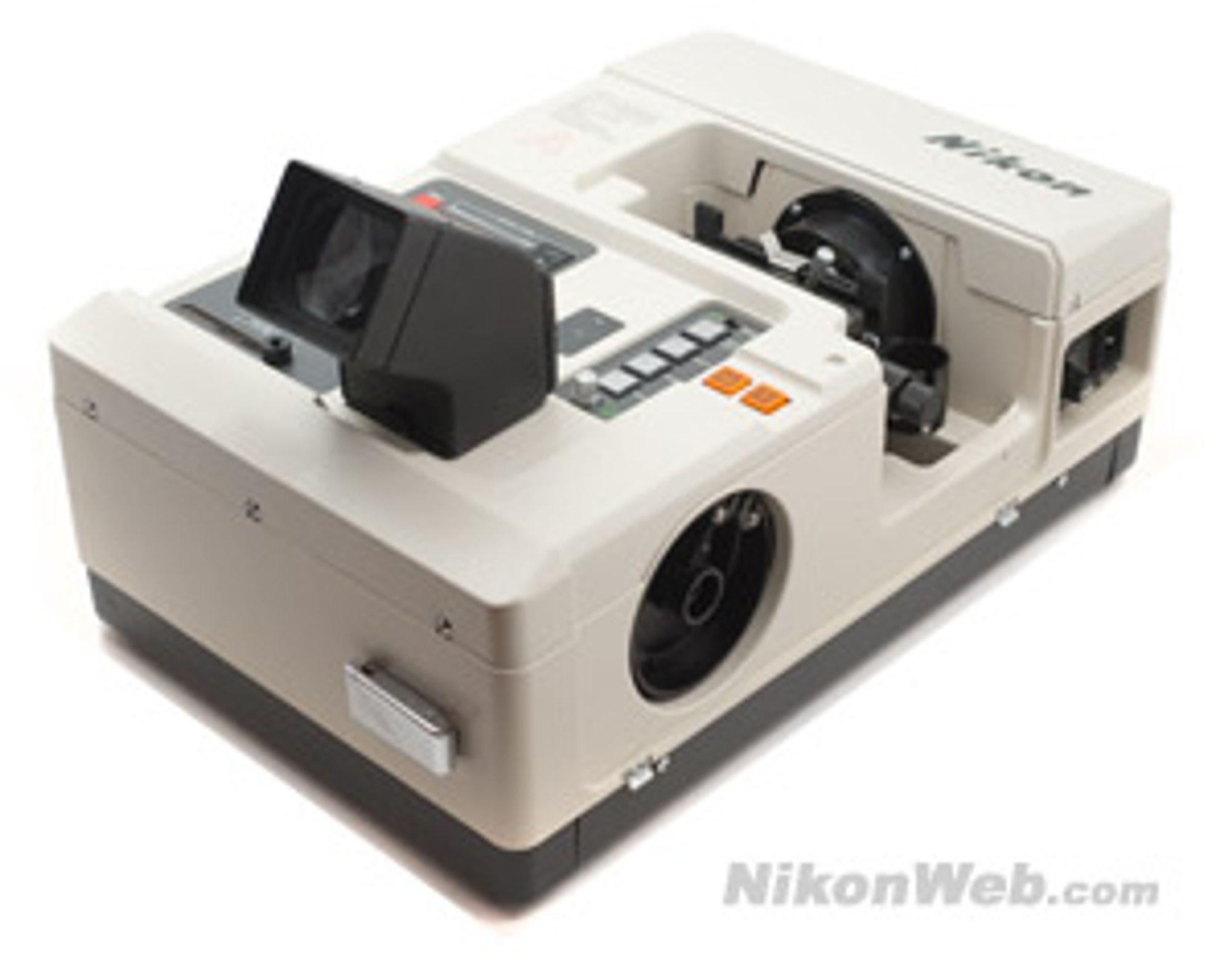 Flere ønsket seg muligheter til å kunne sende bilder via telefoto uten å måtte fremkalle de først. Nikon tidligst ute med sin NT-1000 Direct Transmitter som kom ut i 1983. NT-1000 Direct også kunne brukes av elektroniske kameraer fra andre merker. Foto:Nikonweb.com