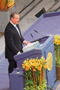 Al Gore mottar Nobels fredspris i Oslo rådhus 10. desember 2007.