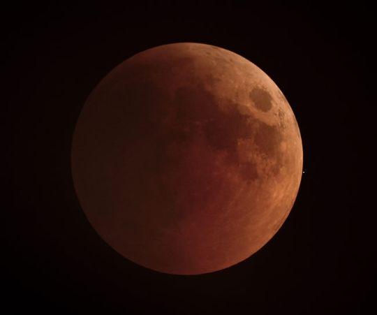 Young astronomi fotographer of the year går til fotografer under 16 år. Jathin Premjith fra India kapret denne prisen for sitt utrolige bilde av månen som han kalte for