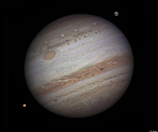 Til tross for mange gode kategorivinnere var det vinneren av kategorien Our Solar System som også stakk av med hovedprisen. Britiske Damian Peach vant for dette imponerende bildet av planeten Jupiter.