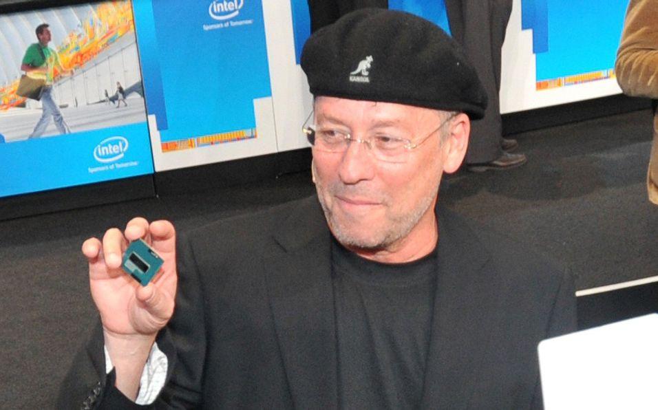 Intels Mooly Eden viser fram en Ivy Bridge-prosessor under årets IDF.