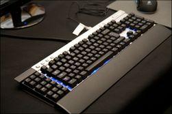 K90 – ramme av aluminium og blå belysning.
