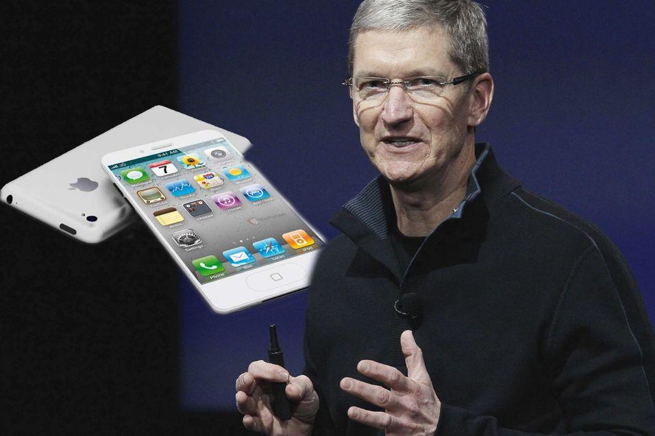 Denne gangen må Tim Cook klare seg uten Steve Jobs. Her avbildet med ett av mange iPhone 5-konsepter i bakgrunnen.