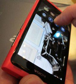 Nokia N9 er den første, og muligens den siste telefonen som kjører operativsystemet Meego.