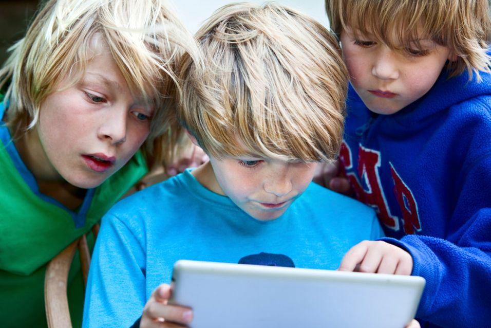 Nå gir de bort gamle iPader