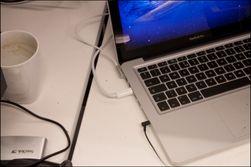 Få kabler i den bærbare maskinen, men skjermen burde hatt en lydutgang.