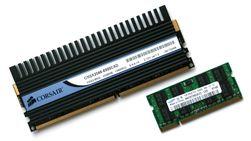 Tradisjonelt DDR-minne øverst, SO-DIMM for bærbare nederst.