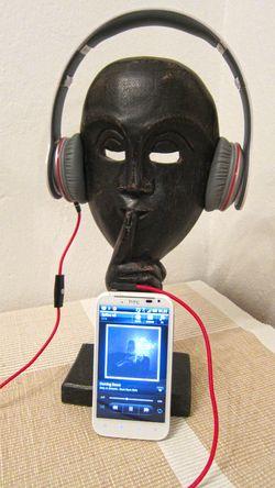 HTC Desire XL vil komme i et begrenset antall bundlet med hodesettet Solo fra Beats by Dr. Dre.