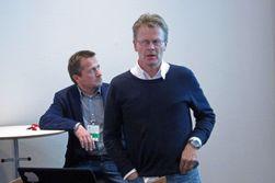 Produksjonssjef Jens Cornelius Knudsen i TV 2. I bakgrunn ser vi Per Arild Berge i OB-Team