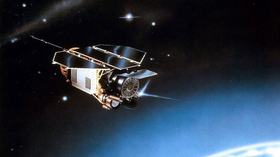 ROMSØPPEL: En tegning av Rosat-satelitten som snart faller ned på jorden. Foto: DLR
