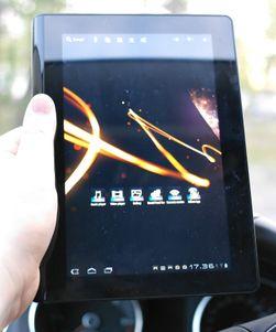 Vi er ikke spesielt begeistret for skjermen i Tablet S. Et svakt rutemønster over skjermen og svært lav lysstyrke gjør at de fleste konkurrentene er bedre.