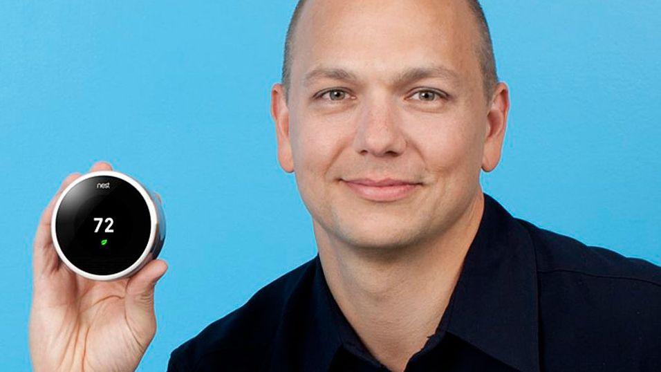 TERMOSTAT: Dette er Tony Fadell, mannen bak iPoden, med sin nye stolthet. Foto: Nest.com