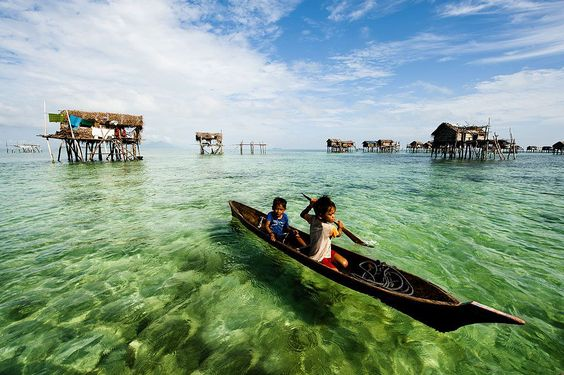Two children row a boat. Foto: Hui Yu Kim ( BULLS/EPOTY.ORG )