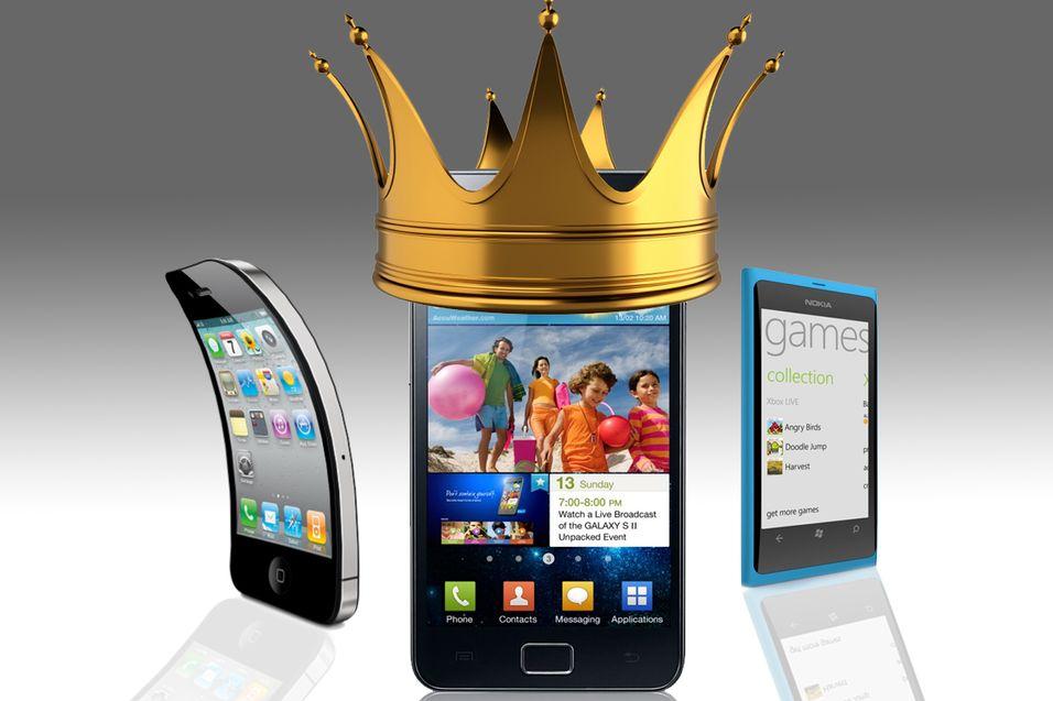Nå er det Samsung som er kongen av smartmobiler. (Illustrasjon: Niklas Plikk)