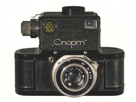 Første 35mm speilreflekskamera: Спорт (Sport)Foto: Jan von Erpecom