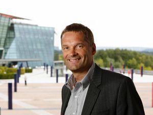Abraham Foss, leder for bedriftsmarkedet i Telenor. (Foto: Telenor)