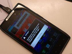 Razr er av og til litt ustabil. Her har SMS-applikasjonen kræsjet.