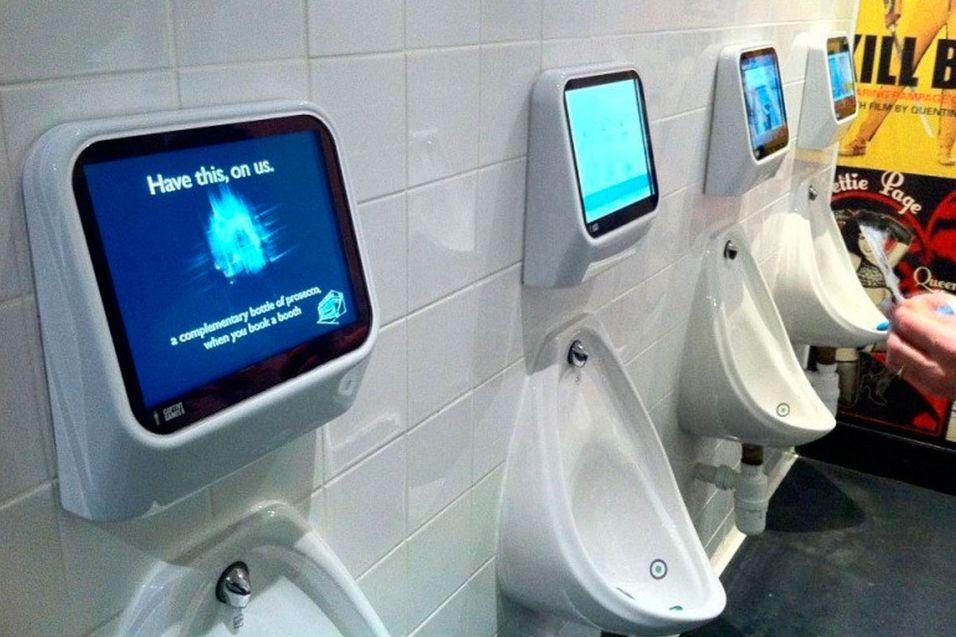 I de urinal-baserte spillene skal du styre hendelsesforløpet med urinstrålen.