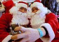 Stadig flere nisser får øynene opp for mobiltelefonenes fortreffelighet som julegaver.
