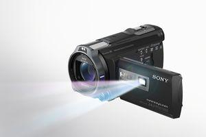 Foruten 3D, satser også Sony på direkte visning av filmer via innebygget miniprojektor.