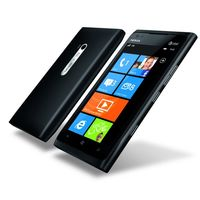 Nokia Lumia 900 kommer i fargene svart og cyan.