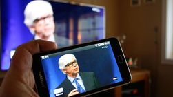 Med Samsungs nye smart-TV kan du bruke mobilen som fjernkontroll, og du kan også ta bildet fra TV-en med på mobilskjermen.