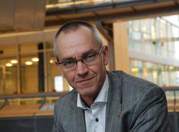 Sikkerhetssjef Storm Jarl Landaasen i Telenor råder bedriftene til å ha et mer bevisst forhold til sikkerhet. (Foto: Telenor)