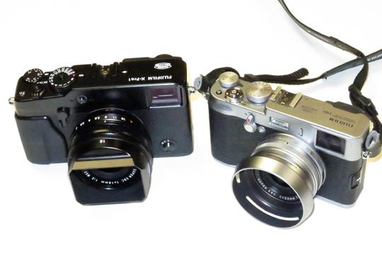 X-Pro1 til venstre, X100 til høyre