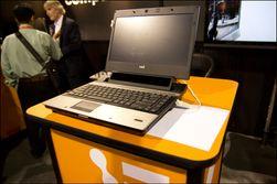 Tobiis egne laptop med sensor innebygget