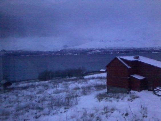 Mørketiden i Nord-Norge er flott, men bildene av den fra Galaxy Ys kamera er ikke like flotte.