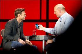 Ryan Seacrest med Steve Ballmer på CES 2012.